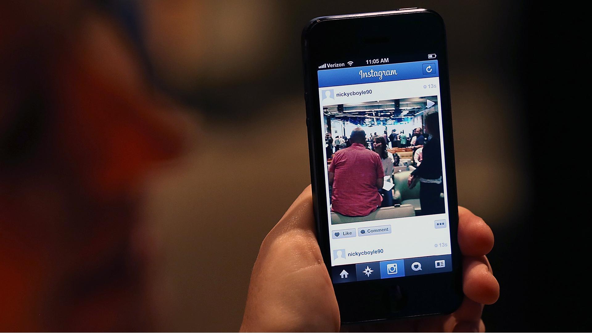 Instagram on a phone-159532.jpg31453366