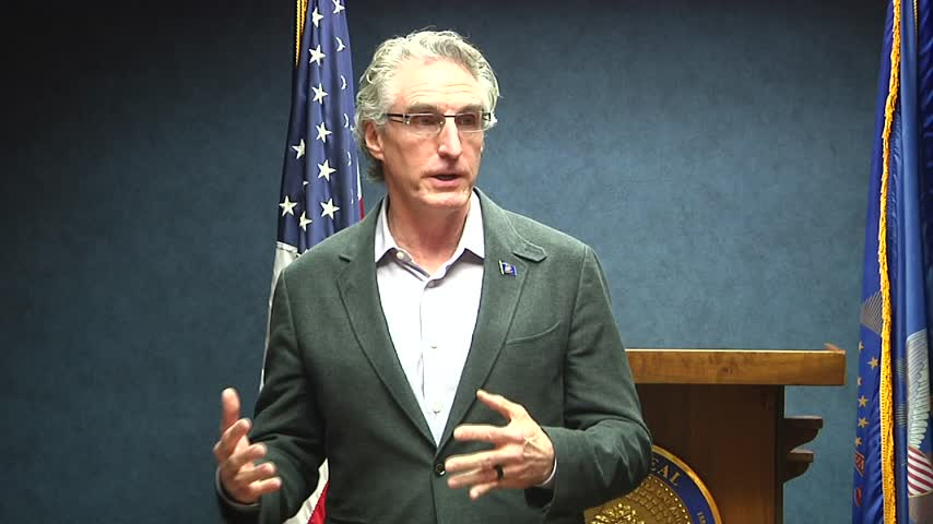 Bergum Holds Meeting with Cabinet_17287470