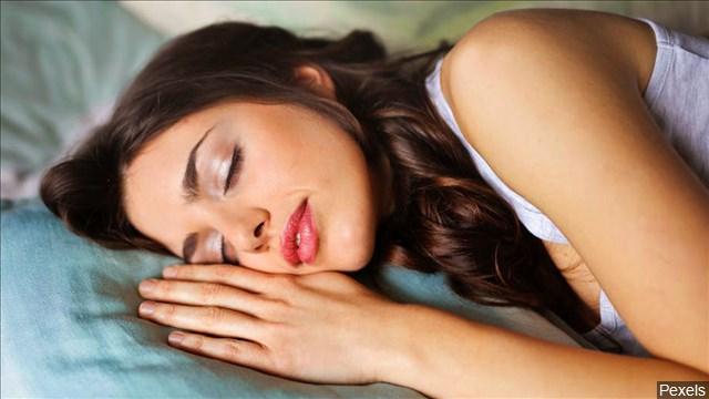 women_sleep_mgn_640x360_80523P00-EKRQI_1543336701217.jpg