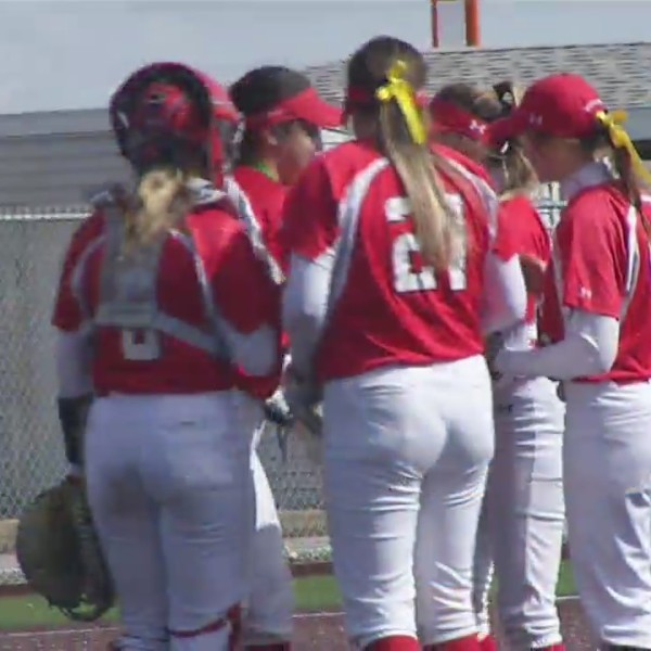 Minot_State_softball_with_outdoor_home_s_0_20190330233641