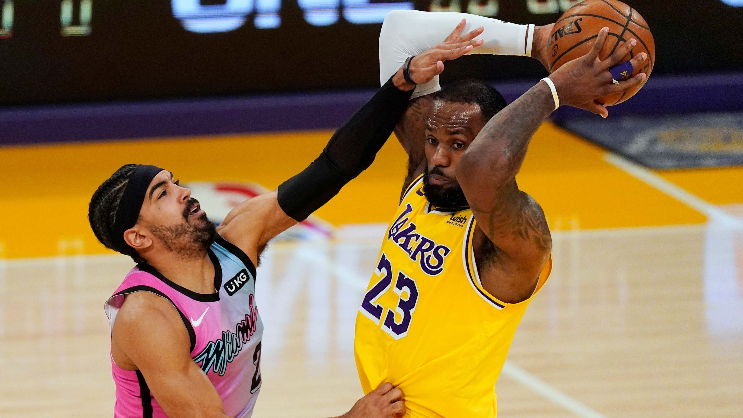 Heat Hold Off Depleted Lakers 96 94 In Nba Finals Rematch Kx News